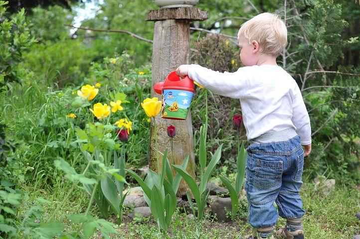 Sprawdź 3 sposoby napoczątek ogrodu - dziecko