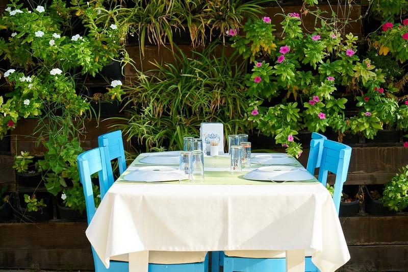 wygodny-ogrod-stol